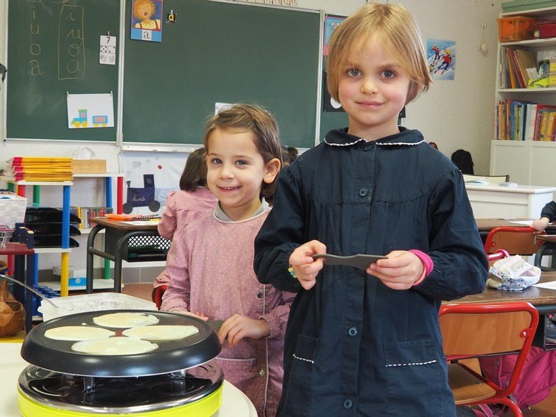 Atelier crêpes en maternelle
